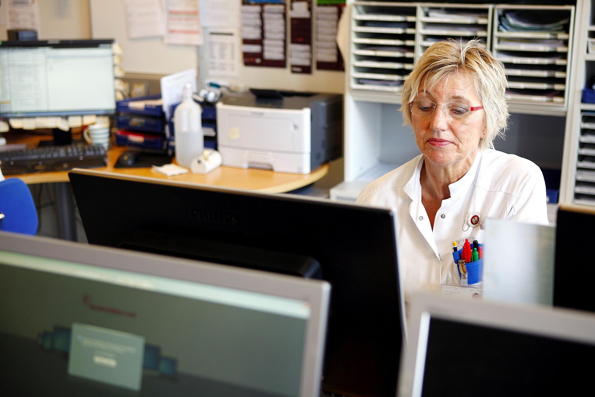 Nurse looking at Columna Flow Task Management
